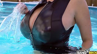 Nude Busty Wife Goes Intimate After A Nice Teaser