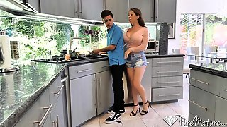 Curvy Stepmom Gets Caught Masturbating And That Sultry Woman Just Loves To Fuck
