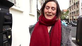 Mature Lady Agrees To Fuck On The Camera For Some Quick Cash