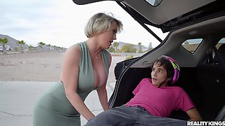 Sexy Pleasures For A Mature Mom With Insane Ass