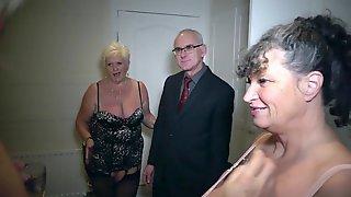 Brian Plays With 5 Sexy Ladies Pt1 - PhillipasLadies