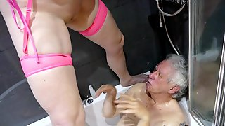 Post Op T-Girl Lisa Pissing On Johns Face In The Washroom Tub