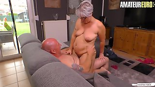 Hausfrau Ficken - Aged Granny Likes Her Neighbours Large Hard Dong