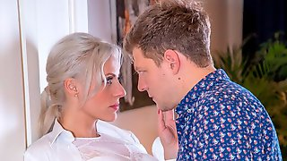 Brittany Bardot, MILF Takes Anal Therapy