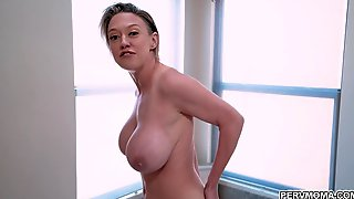 Cody Licked Dees Pussy That Makes Her Moans In Delight