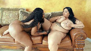 Fat Mom Sofia Rose Gets Her Pussy Dildoed By Ms London