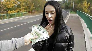 Pov, Money