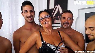 SCAMBISTI MATURI - Laura Rey - WILD GANGBANG FUN WITH ANAL FOR A SEXY ITALIAN COUGAR