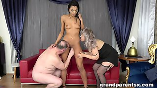 Kinky Older Couple Invited Over A Skinny Younger Hooker For A 3-way