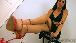 Pb - Attention Getting Heels