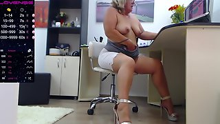 HIdden Cam Of Hot Granny Secretary In The Office