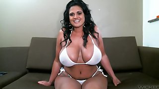 Chubby Solo Model Kailani Kai Pleasures Her Pussy With A Dildo