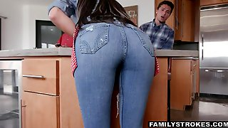 Stepson Loves The Ass On His Stepmom And He Wants To Fuck Her