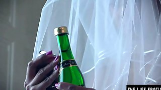 Black Bride Wears Her Veil During The Time That That Babe Screws Herself With A Bottle