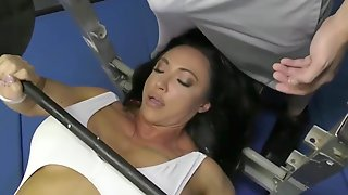 Muscled Brunette Hair Is Having Hardcore Sex In The Gym, Instead Of Doing Her Workout Routine