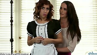April ONeil Tribs Her Pussy With Seductive MILF