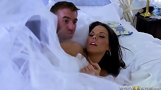 Tattooed Bride, Simony Diamond Got Loads Of Cum All Over Her Face After This Babe Got Drilled
