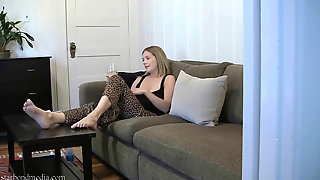Hidden Cam - Damsel At Home Pedicure & Solo With Toy Starlet Nine From 2010