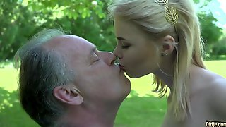Young College Chick Have Sex With One Old Man In The Park
