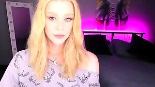 Amazing Blonde T-Gal Large Prick Wanking