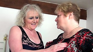 Mature Lesbian Pussy Licking With Claire Knight & Fiona Knight