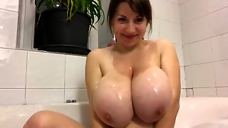 Teenage With Large Large Juggs Showing Almost All On Cam