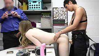 Hidden Cam Shows FFM Threesome With Ailee Anne & Brooklyn Gray