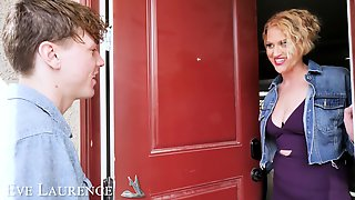 Provocative MILF Eva Laurence In Stockings Gets Fucked By A Lover