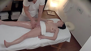 Hot MILF Client Seduced And Fucked By Masseur