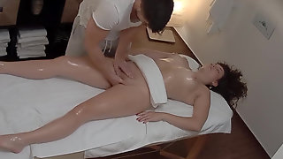 Sweet Client Could Not Resist In Front Of The Masseur