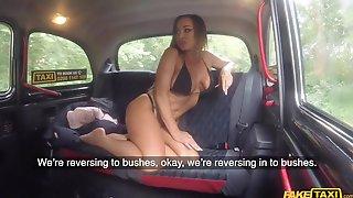 Aussie Body Builder In Black Bikini Seduced Her Taxi Driver