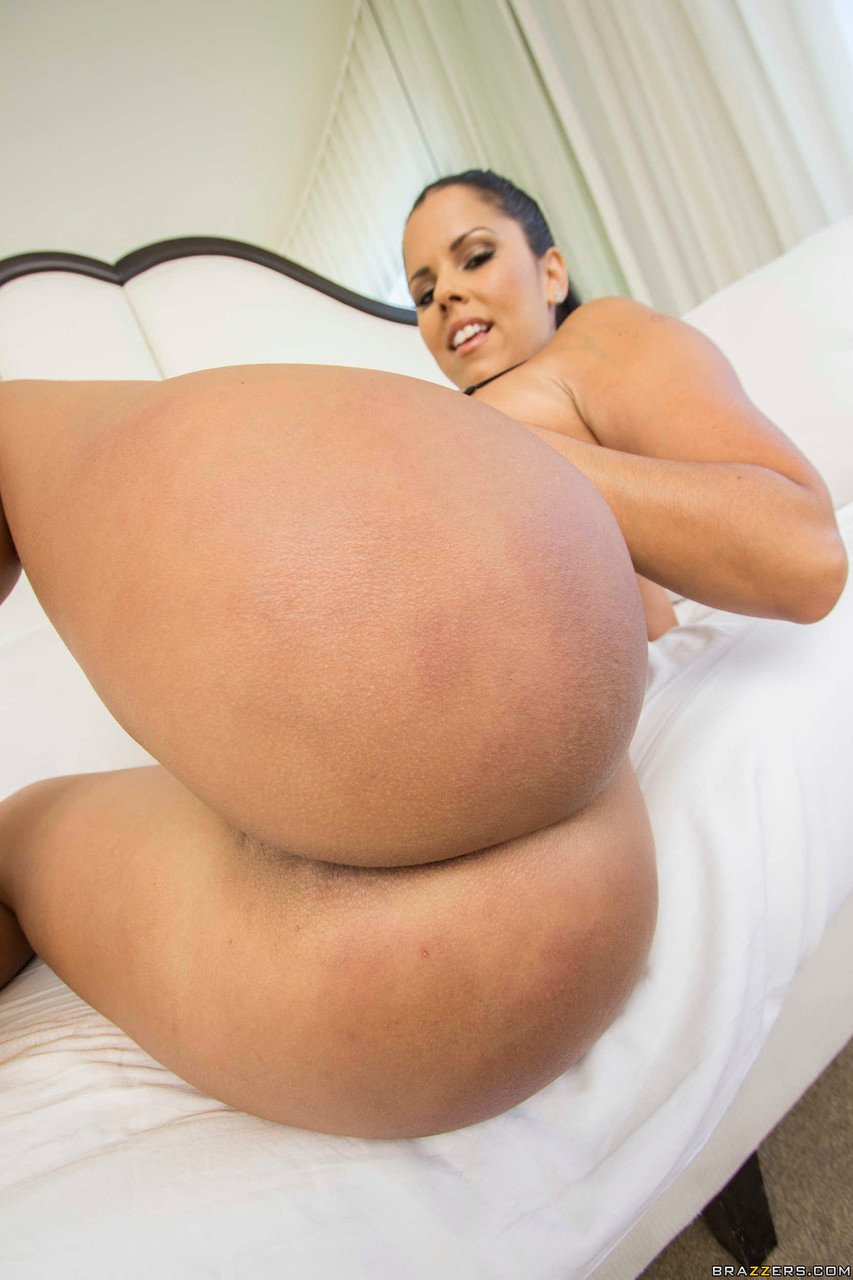 Horny Cuban babe Diamond Kitty reveals her big boobs and bubble ass