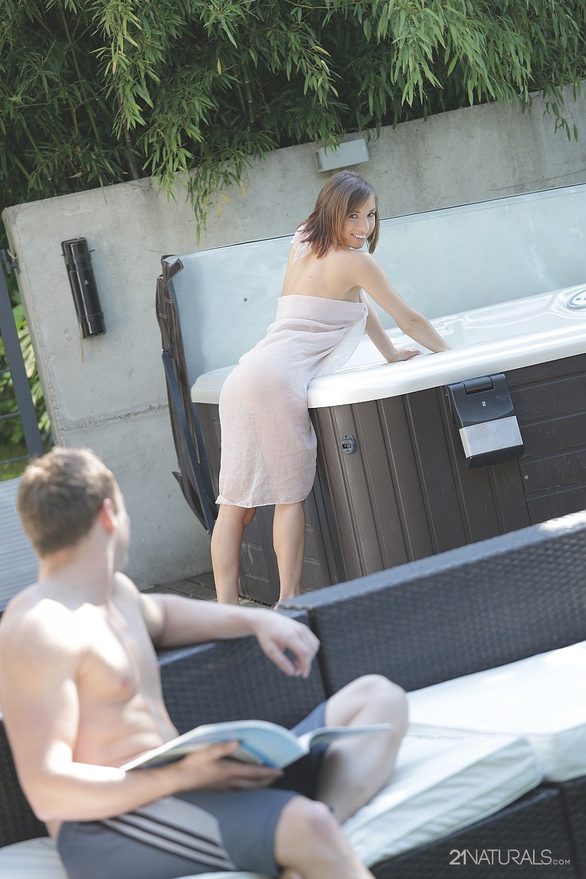Short haired brunette Tina Hot blows a cock and gets nailed outdoors