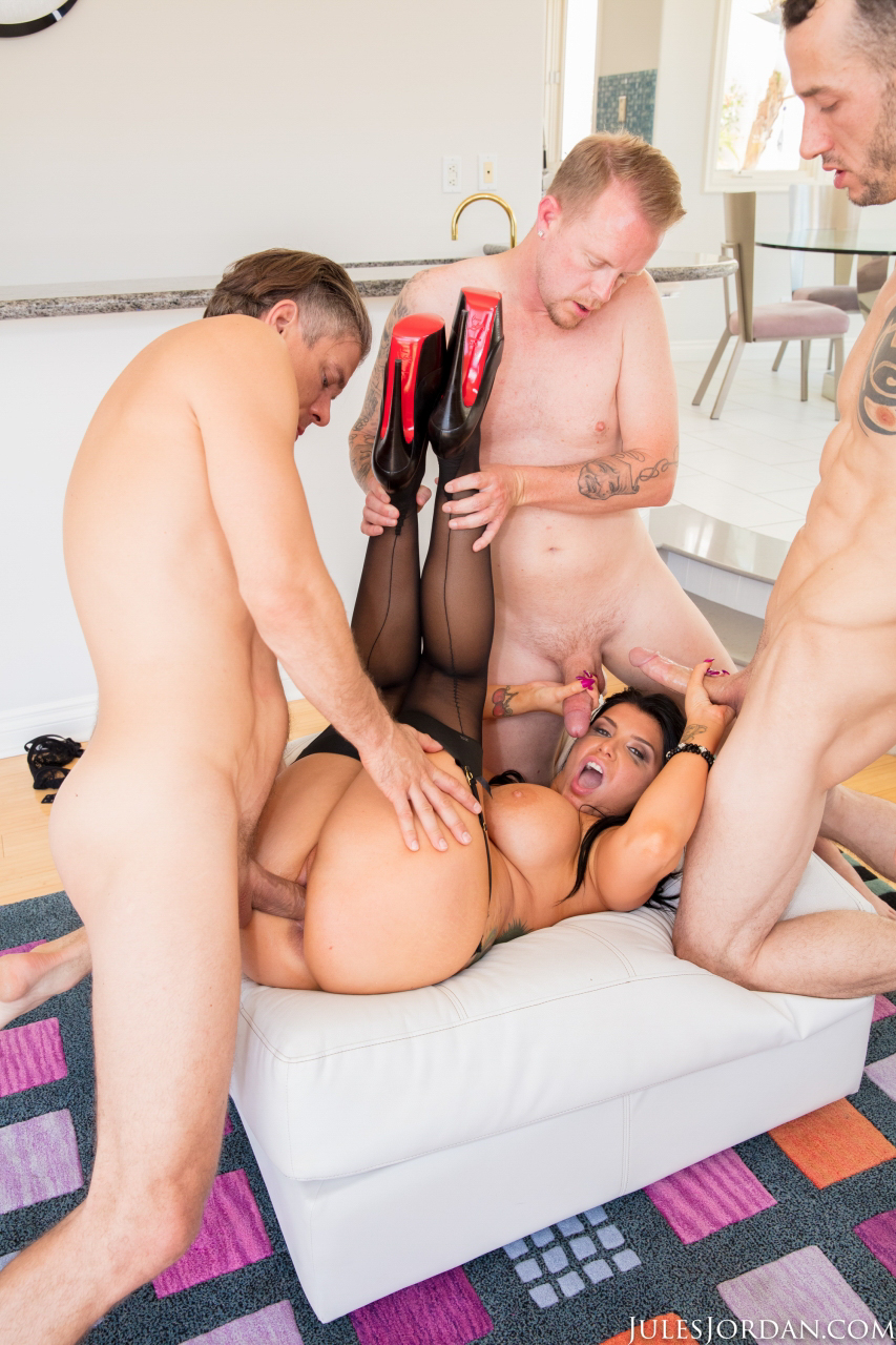 Top pornstar Romi Rain does a DP while having sex with 3 guys at the same time