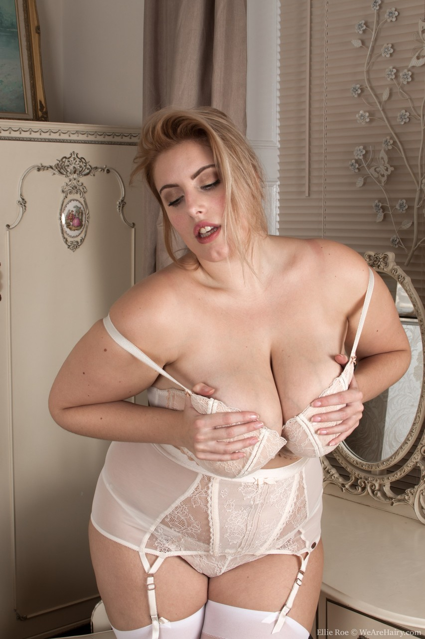 Chubby goddess Ellie Roe removes sexy lingerie before taking a bath