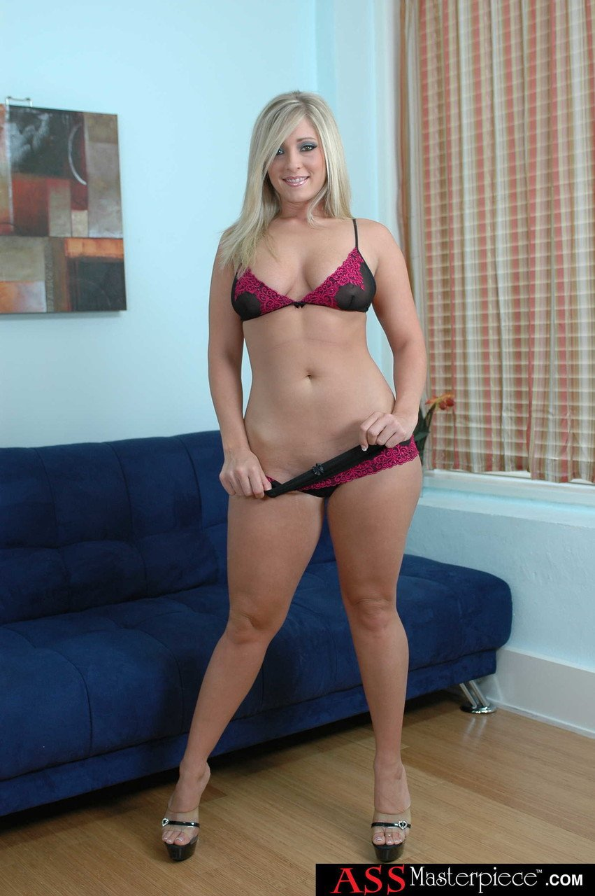 Curvy blonde MILF Carmen Kinsley flaunts her holes after stripping