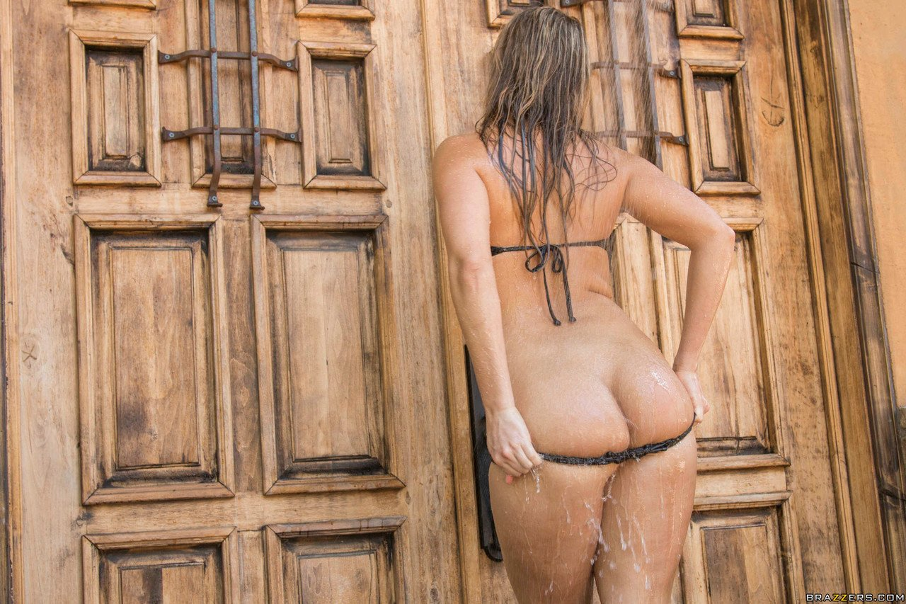 Big Wet Butts Candice Dare