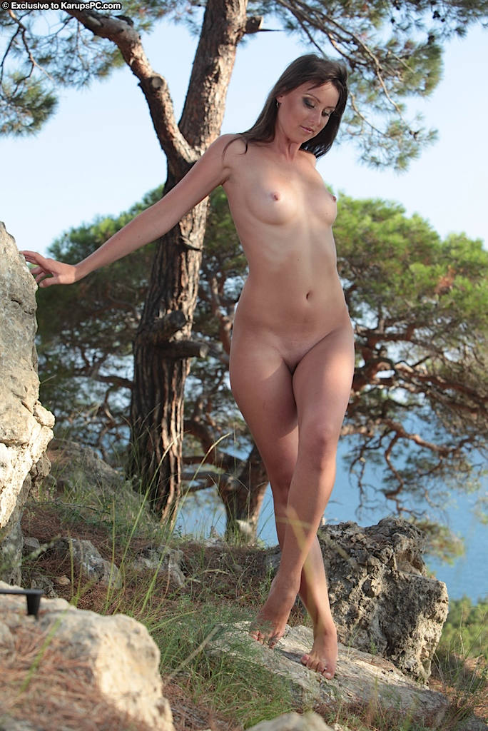 Admirable amateur with slender curves and shaved cunt posing nude outdoor