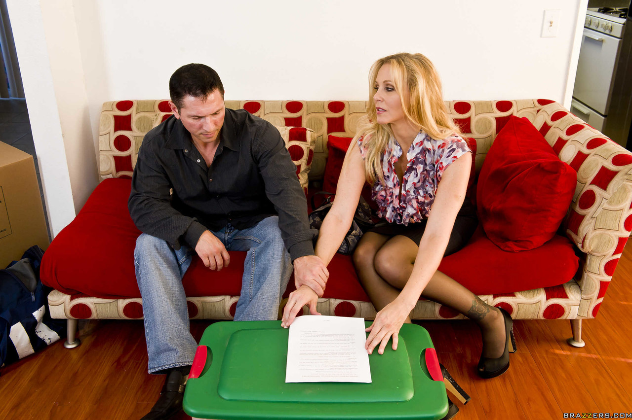 Sexy MILF Julia Ann makes her man sign divorce papers after being analized