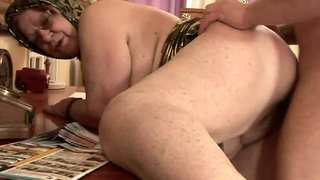 LOVEHOMEPORN - BBW loves to suck and get fucked hard