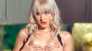 Sensual glamorous blonde Jessie Saint is playing with her crack