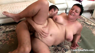Dude is slamming a hot experienced fat chick