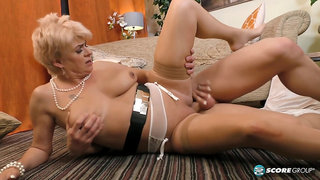German amateur homemade action with amazing lusty mature lady