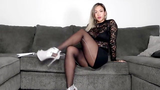 Asian try out pantyhose 3