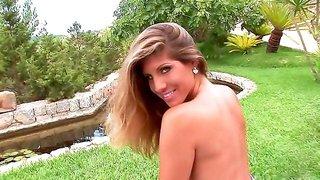 Babe brunette Jennifer Stone shows her ass on the grass