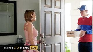 Brazzers - Dirty milf Krissy Lynn wants delievery boy's package