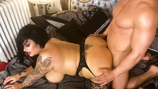 Chubby mature Samantha Mack fucks her lover in bed