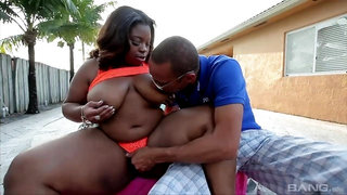 Ebony ghetto slut with thick butt gets dicked outdoors