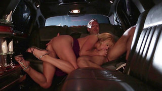 Elite hooker Stormy Daniels pleases new client in the limo