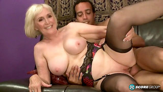 Lola Lee Granny - mature blonde takes BBC in old and young interracial hardcore